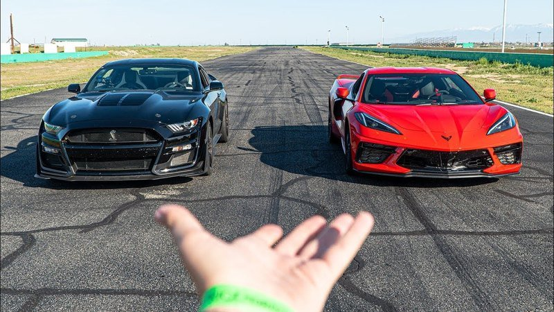 Here's How the C8 Corvette Fares Against the Ford Shelby Mustang GT500