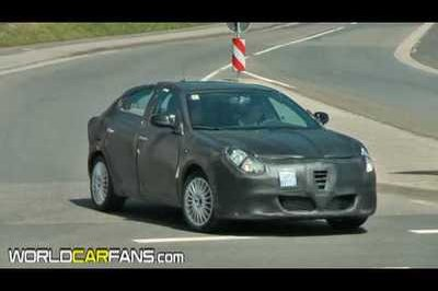 Video: Alfa Romeo Milano spied testing