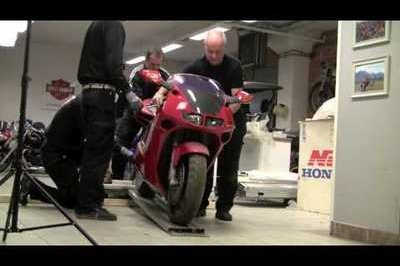 Stockholm dealer unboxes a Honda NR750 and RC30 for posterity