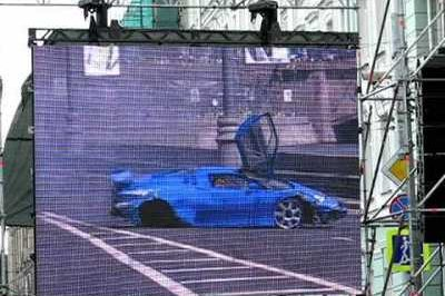 Bugatti EB110 destroyed at Bavaria Moscow City Racing event
