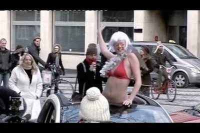 Video: Fiat's new guerilla-style advertising featuring the Fiat 500 and bikini-clad women
