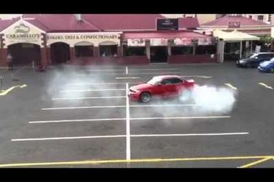 Video: BMW 1M Coupe Doing Doughnuts