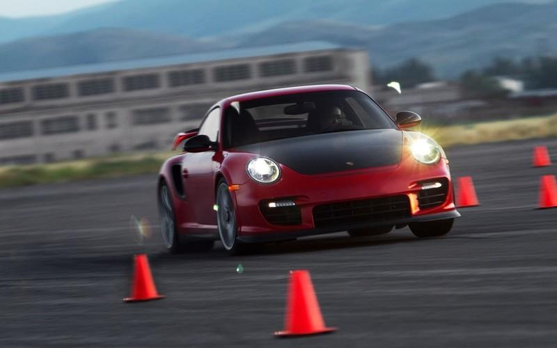 Video: Motor Trend dives deep into the science behind the Porsche 911 GT2 RS
