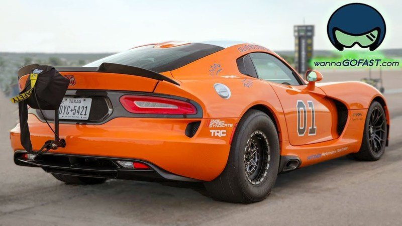 Watch A 2,600-HP Dodge Viper Destroy The Half Mile: Video