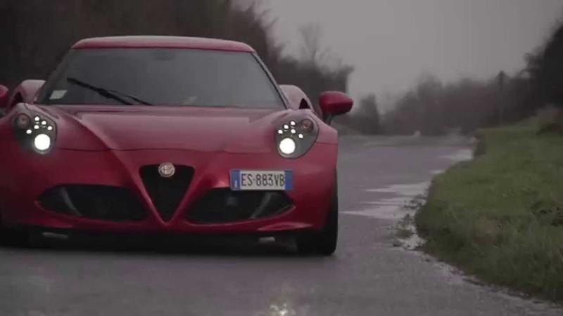 Chris Harris Compares the Alfa Romeo 4C and the Porsche Cayman S: Video