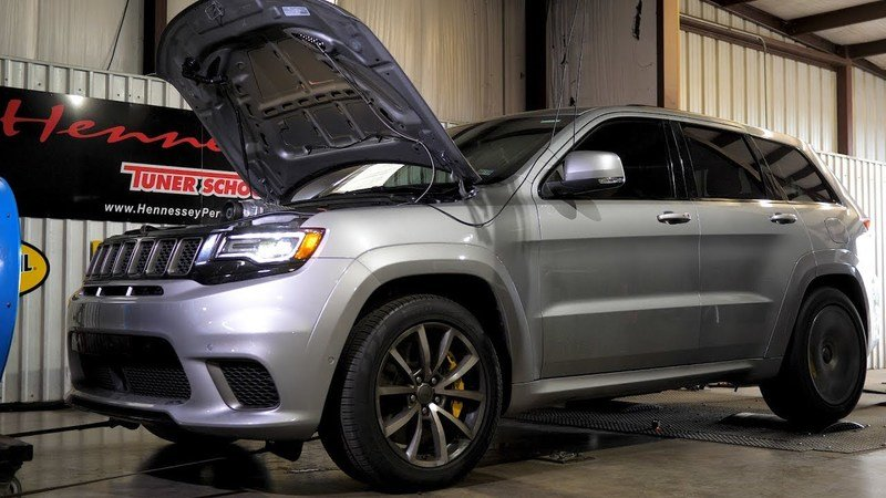 Watch Hennessey's Jeep Grand Cherokee Trackhawk HPE1200 Destroy the Quarter Mile