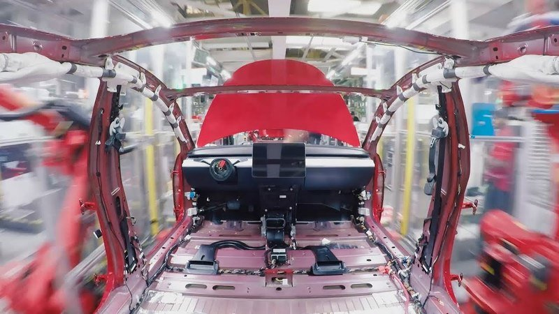 Watch How Tesla Builds the 2019 Model 3 in 48 Seconds