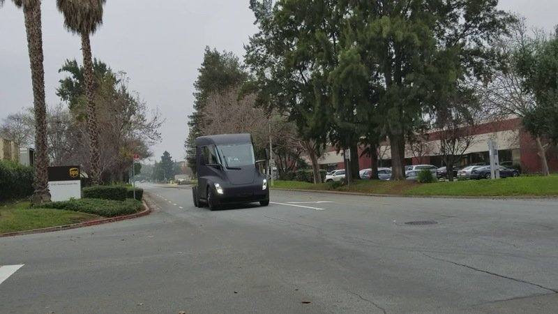 Tesla Semi Spied on Public Roads: Video