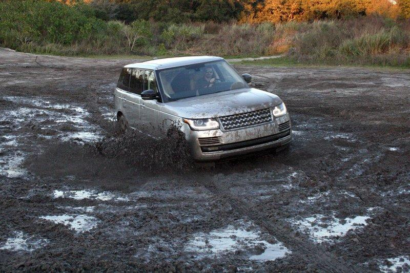 Land Rover Sets Sights On Competing Against The Bentley Bentayga