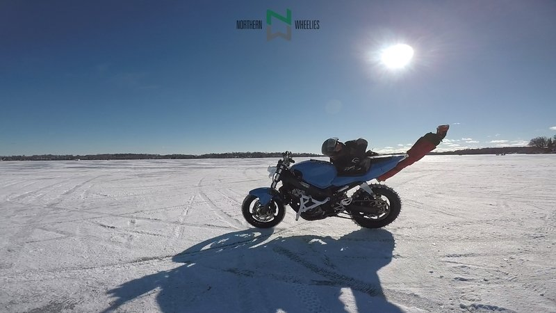 Video: A motorcycle possessed by a freerunner