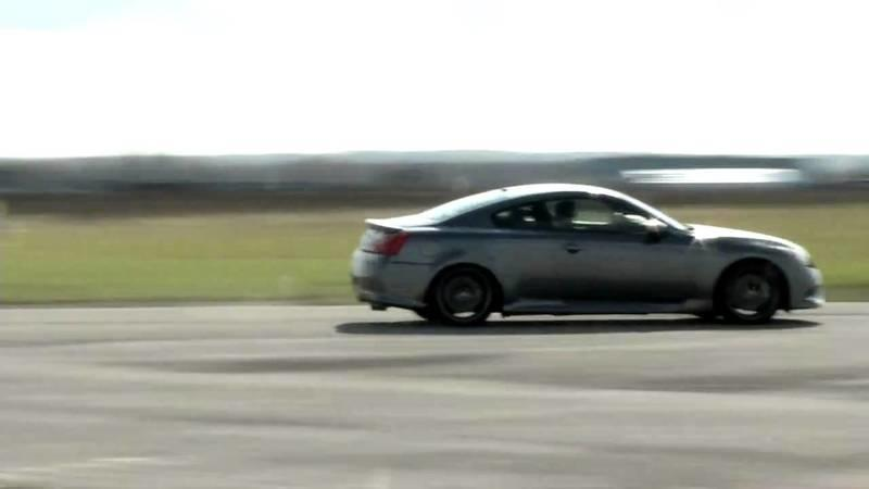 Video: Infiniti IPL G Coupe vs. helicopter