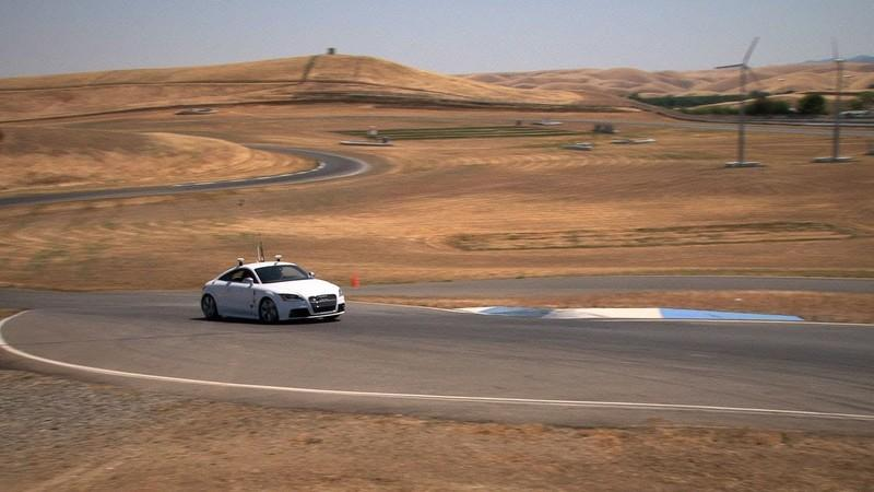 Video: Stanford's Shelley robo-race car hits the track