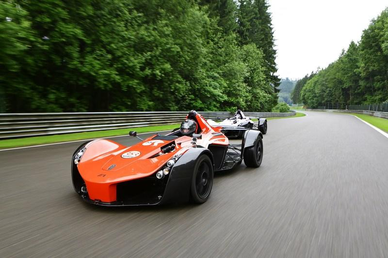 Video: BAC Mono vs BAC Mono at Spa-Francorchamps