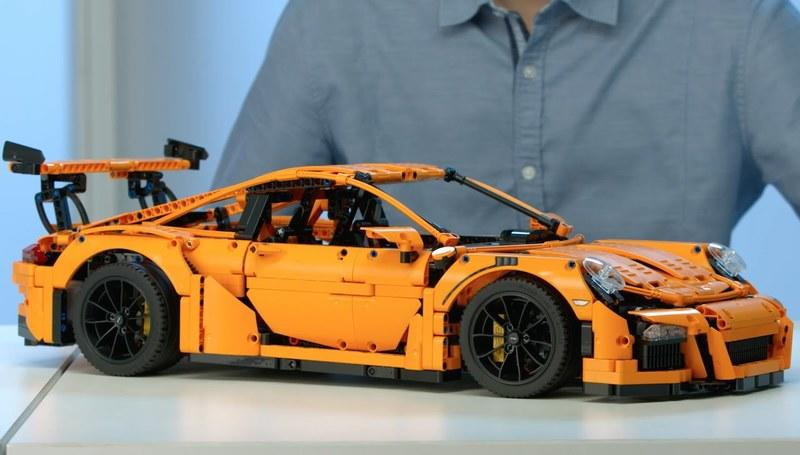This LEGO Porsche 911 GT3 RS Looks Amazing: Video