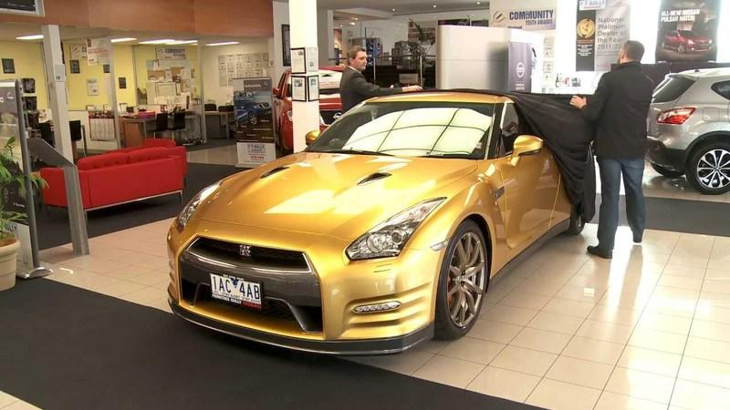 Video: Auction Winner Finally Receives His Bolt Gold Nissan GT-R