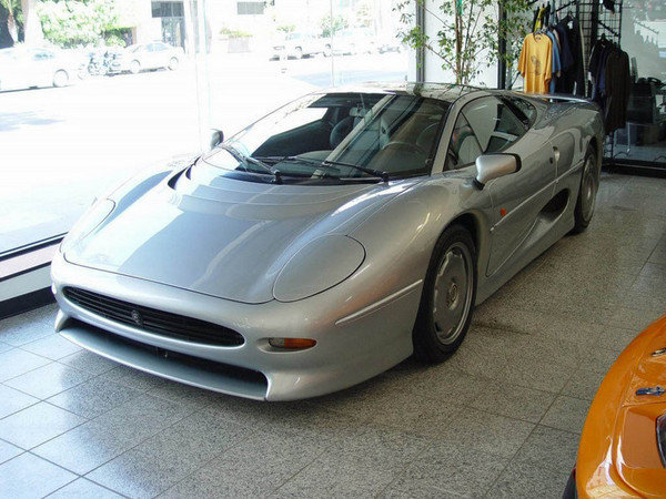 jaguar xj 220 picture