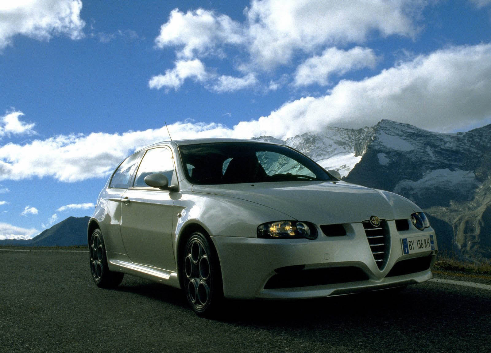 2000 alpha romeo 147 gta picture 250 car review top speed. Black Bedroom Furniture Sets. Home Design Ideas