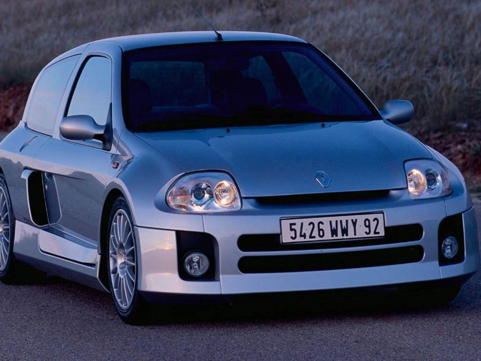2004 renault clio v6 review top speed. Black Bedroom Furniture Sets. Home Design Ideas