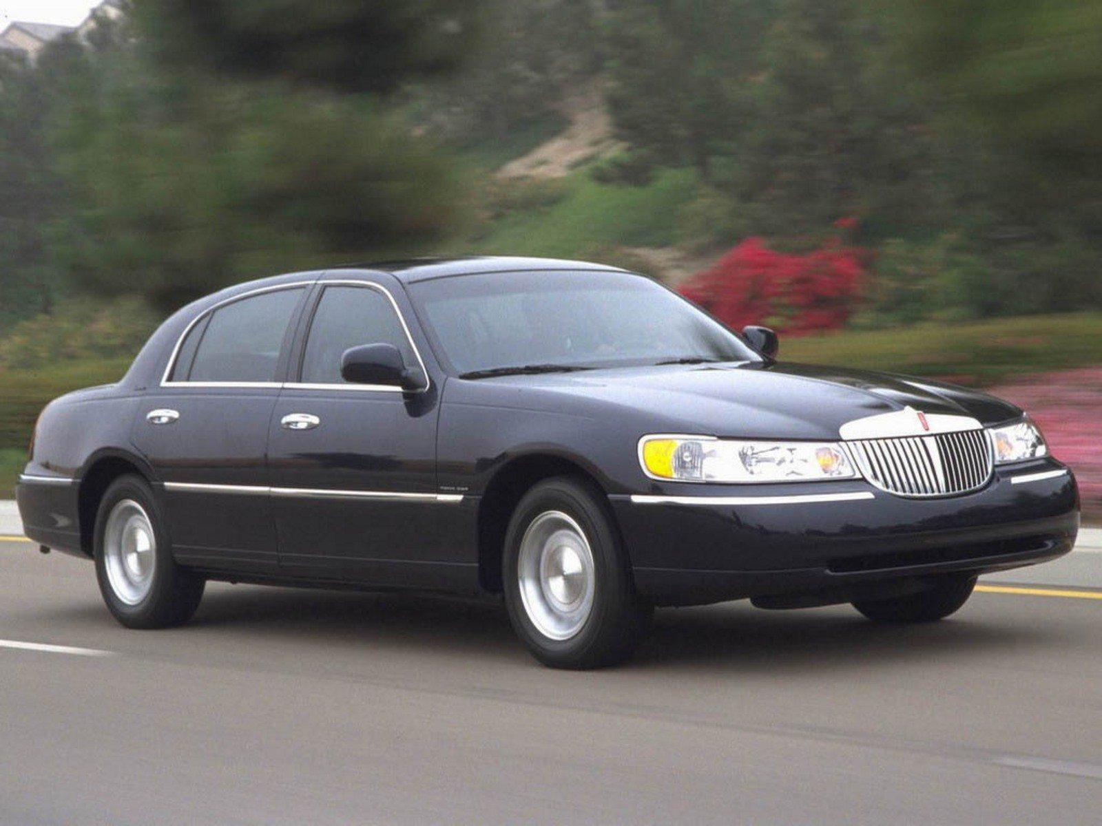 2006 lincoln town car review top speed. Black Bedroom Furniture Sets. Home Design Ideas