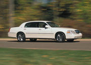 2006 Lincoln Town Car - image 8485