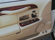 2006 Lincoln Town Car - image 8513