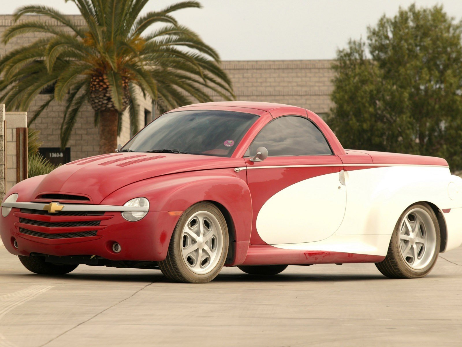 2004 Chevrolet SSR Push Truck Review - Top Speed