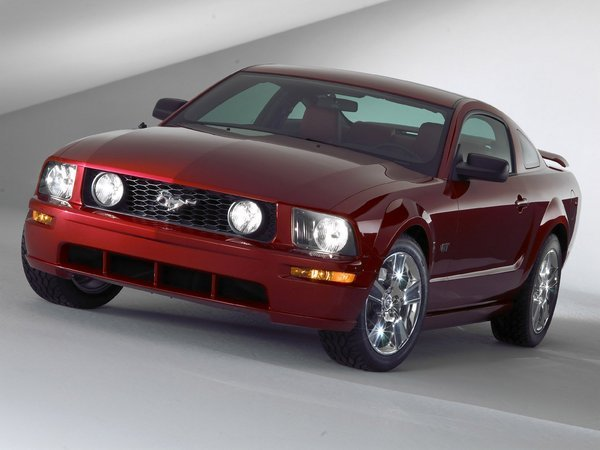 2005 - 2013 Ford Mustang | car review @ Top Speed