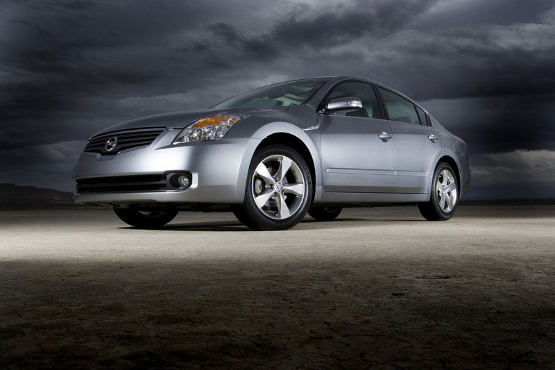 2007 Nissan Altima Hybrid Blends Great Performance, Style and Fuel Economy