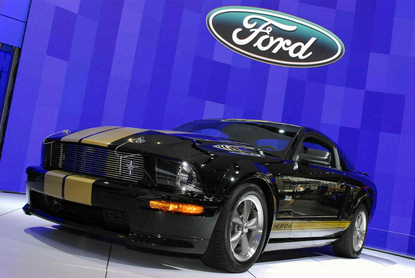 ford mustang shelby 2006 review. Black Bedroom Furniture Sets. Home Design Ideas