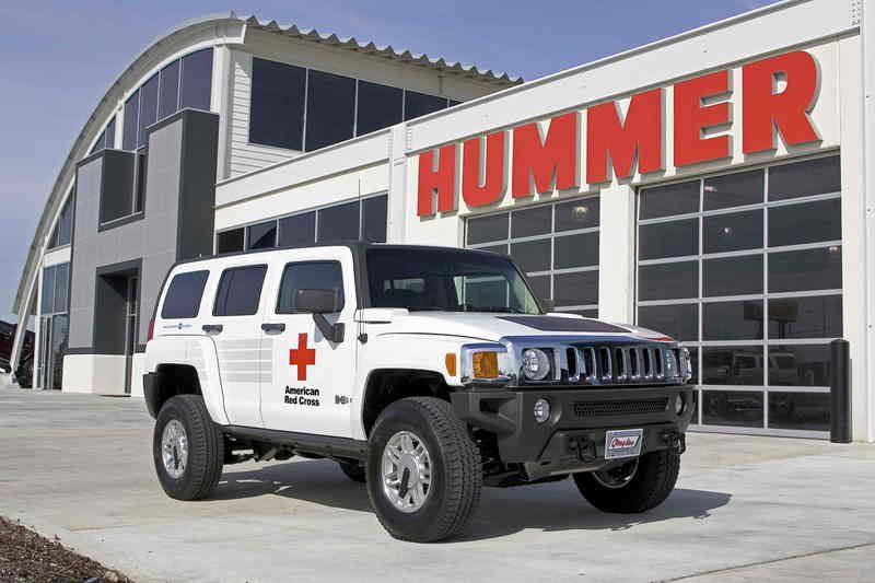 Detroit HUMMER delivers new response vehicle to american Red Cross