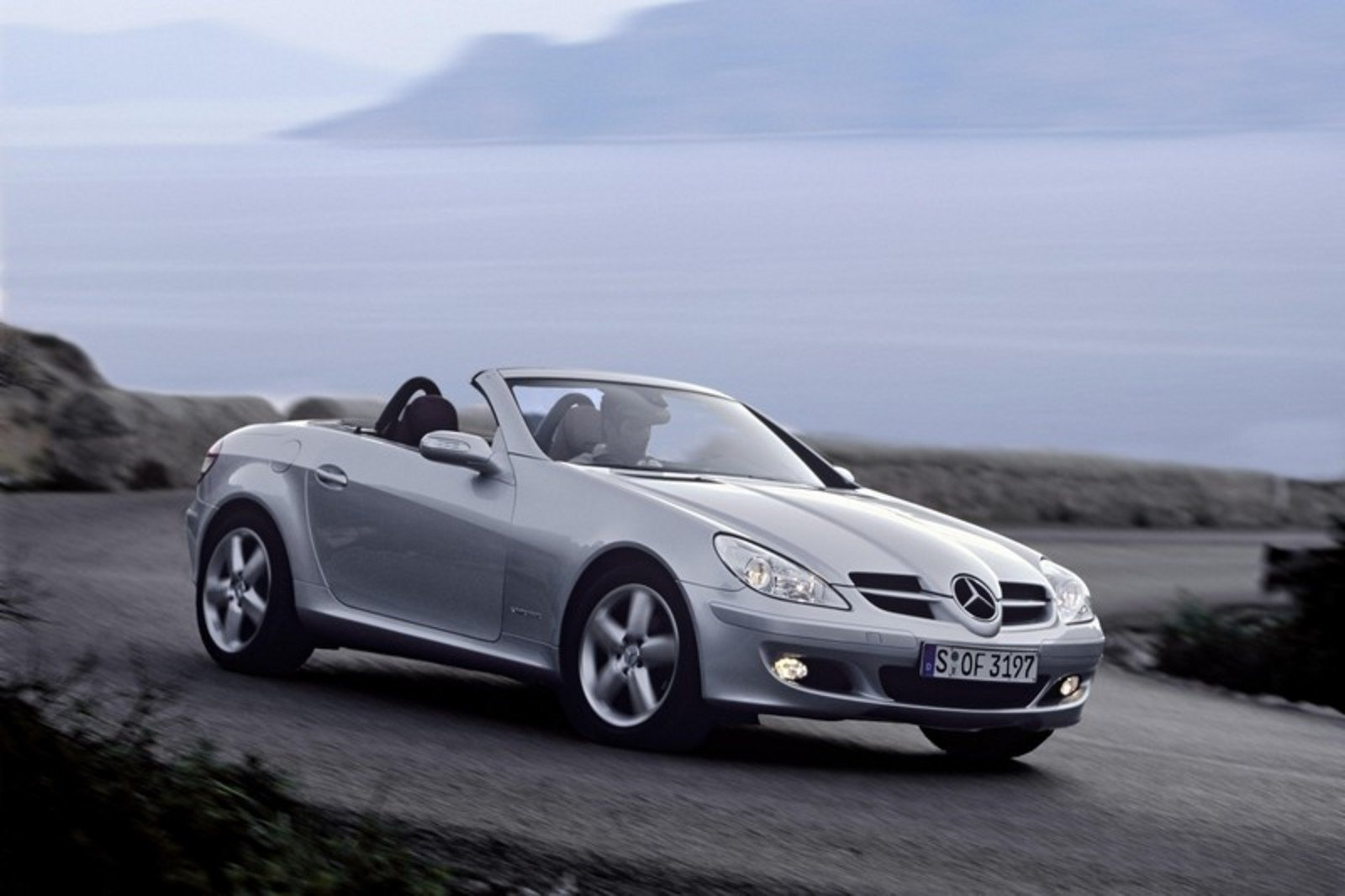 2005 mercedes slk class review top speed for Mercedes benz slk 2006