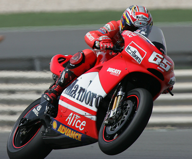 Loris Capirossi will ride for Ducatti in 2007 too