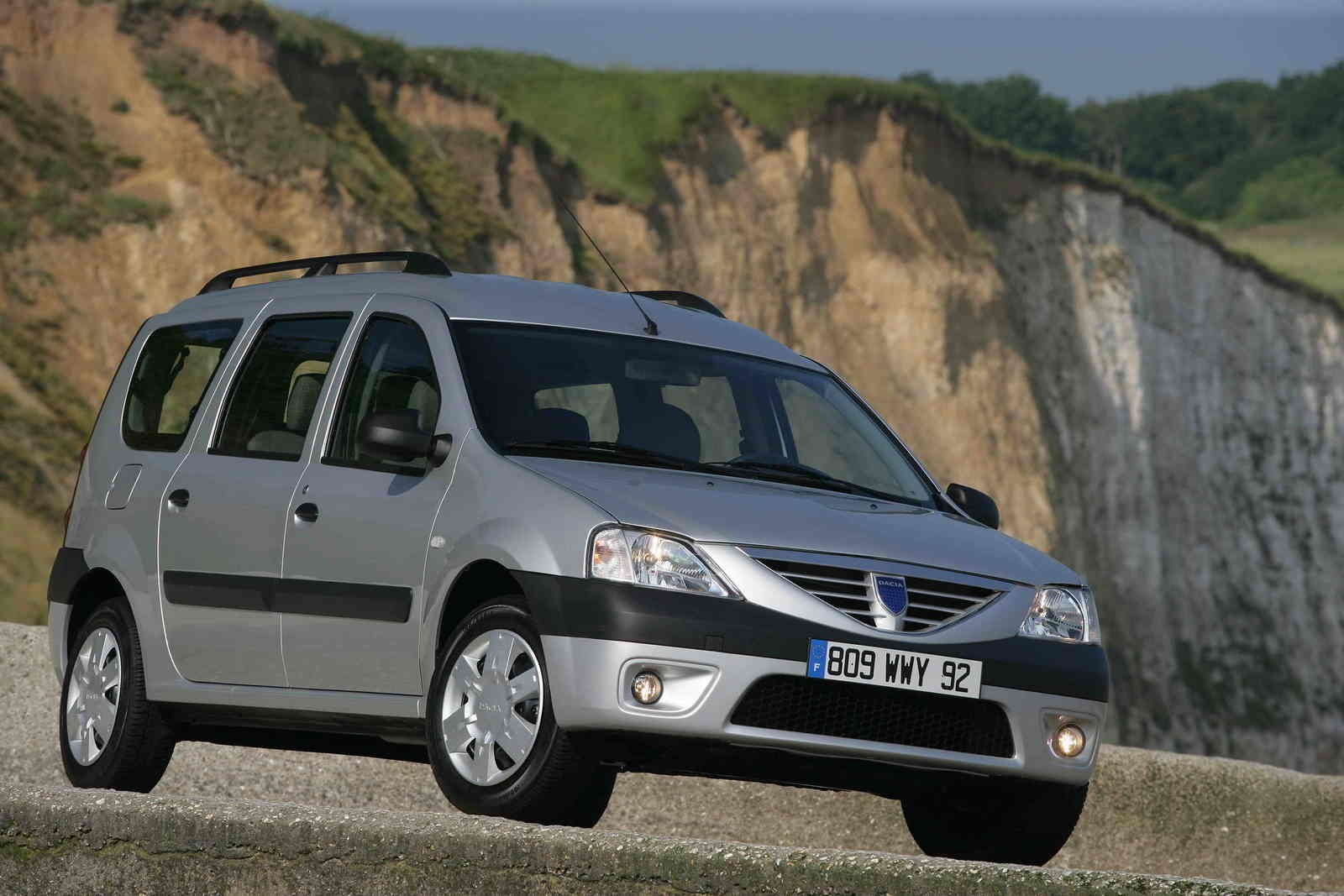 2006 dacia logan mcv review top speed. Black Bedroom Furniture Sets. Home Design Ideas