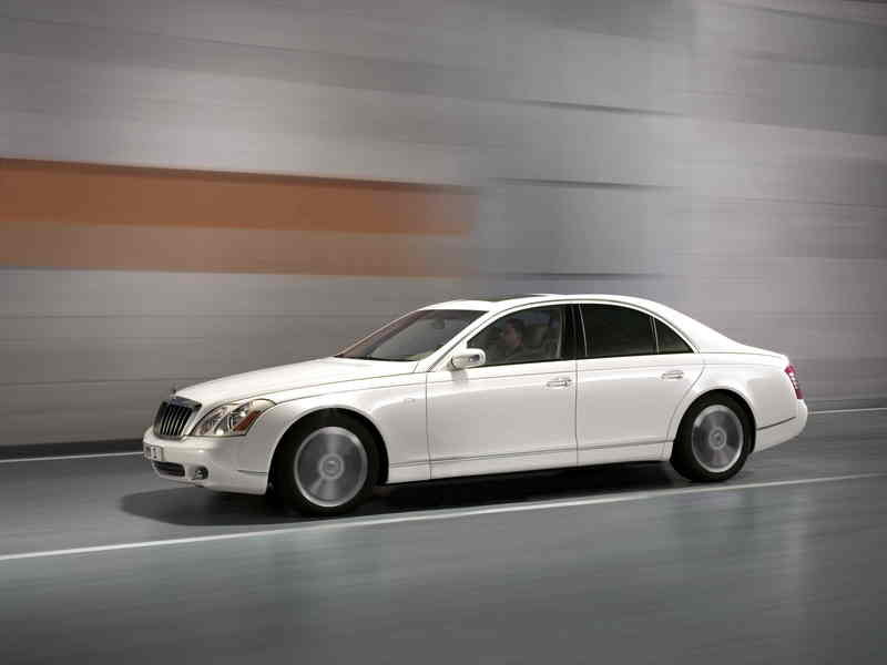 Shining mother-of-pearl finish: Maybach 57 S in a shining white livery