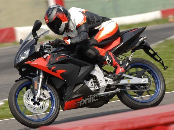aprilia rs 50 motorcycle review top speed. Black Bedroom Furniture Sets. Home Design Ideas