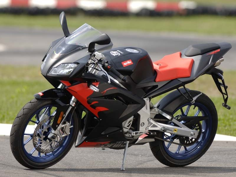 aprilia rs news and reviews top speed. Black Bedroom Furniture Sets. Home Design Ideas