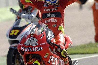 De Angelis wins his first race, Lorenzo is World Champion