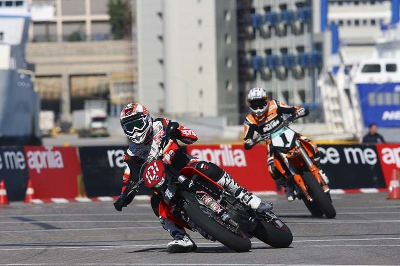 Van Den Bosch wins the World Supermoto title, the record-breaking 6th World Championship for Aprilia in 2006