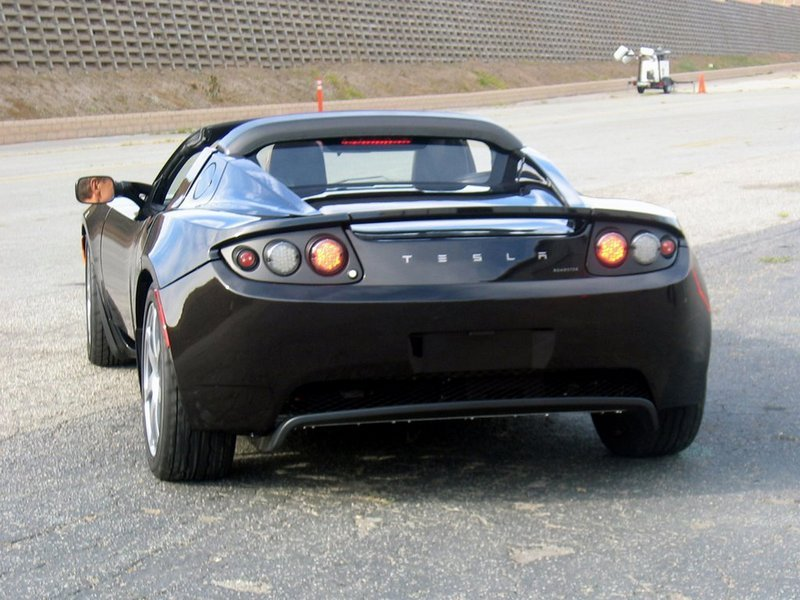 Tesla Roadster gets nod of approval from the Governator at the LA Auto Show.
