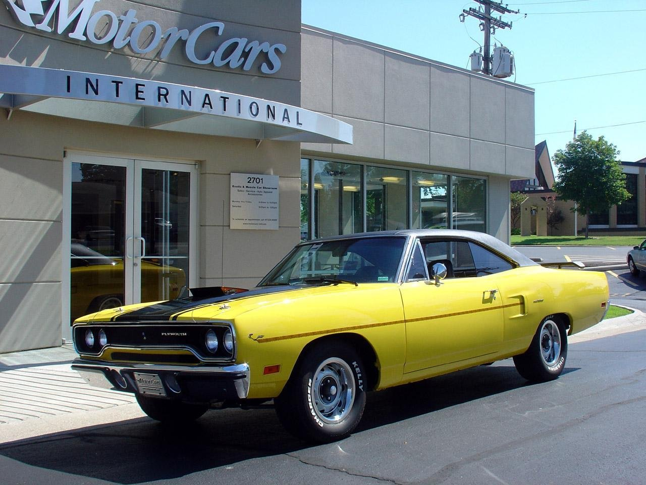 http://pictures.topspeed.com/IMG/crop/200702/1968-plymouth-road-runner-4_1280x0w.jpg