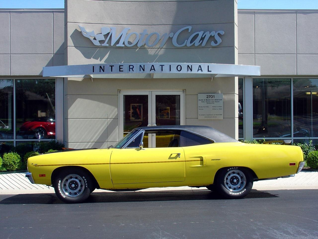 http://pictures.topspeed.com/IMG/crop/200702/1968-plymouth-road-runner-5_1280x0w.jpg
