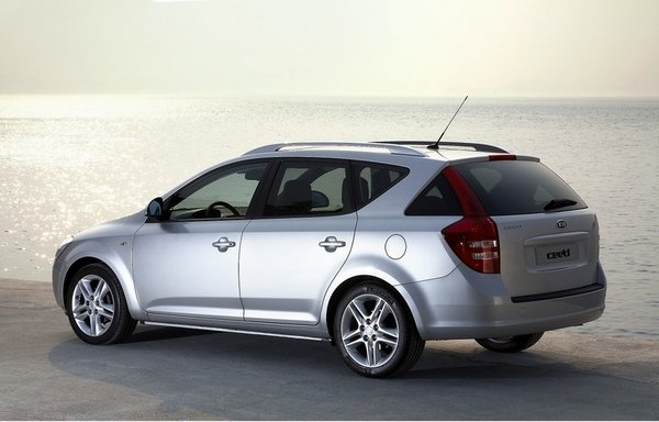 2008 kia cee 39 d station wagon car review top speed. Black Bedroom Furniture Sets. Home Design Ideas