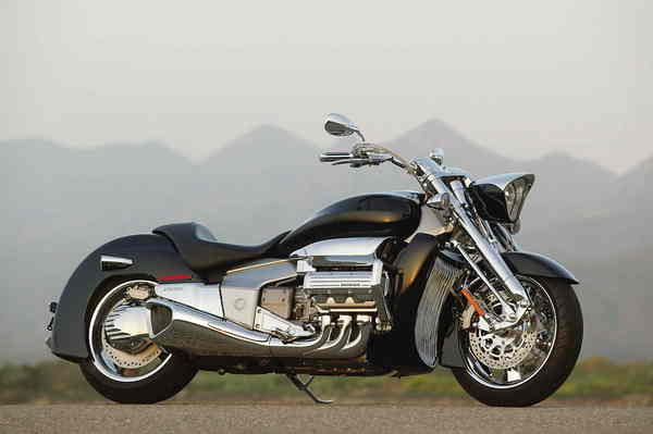 Yamaha Electric Motorcycle >> 2004 Honda ValKyrie Rune | motorcycle review @ Top Speed