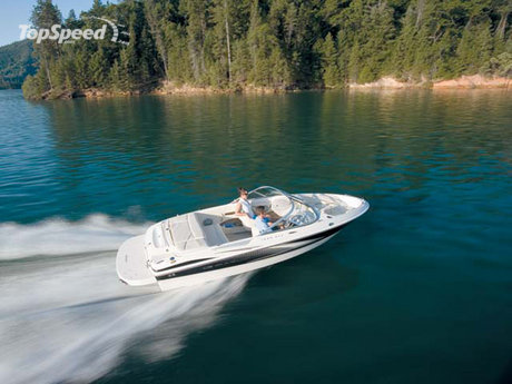 ... of the Maxum 1800 SR3 that gives the full pleasure of driving this boat.