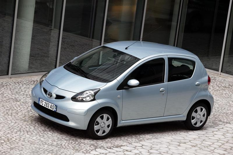 toyota aygo news and reviews top speed. Black Bedroom Furniture Sets. Home Design Ideas