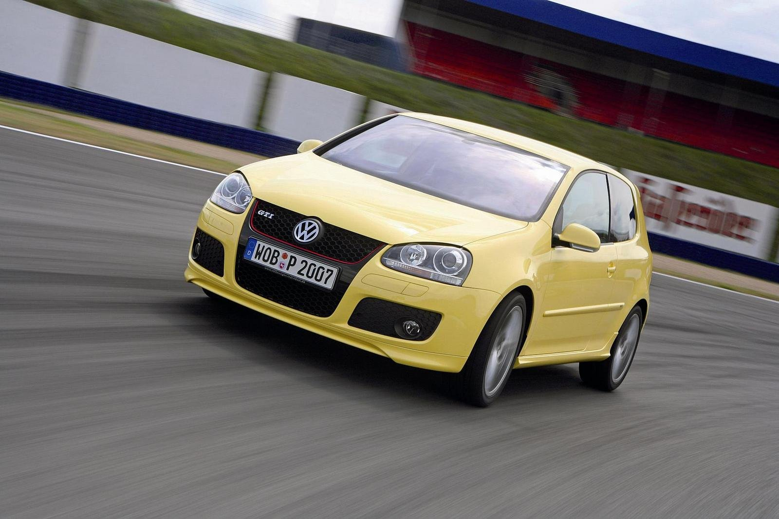 2008 volkswagen golf gti pirelli review top speed. Black Bedroom Furniture Sets. Home Design Ideas