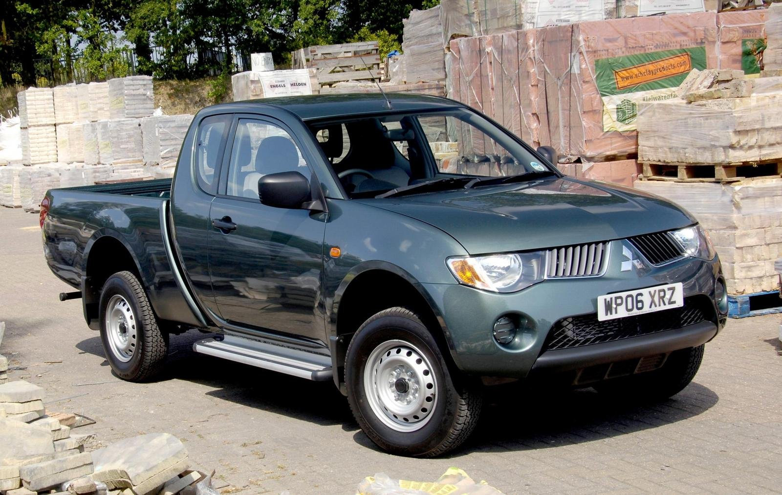 Types Of Pickup Trucks >> Mitsubishi L200 Wins Award For 'Best Pick-up' In 2007 | Top Speed