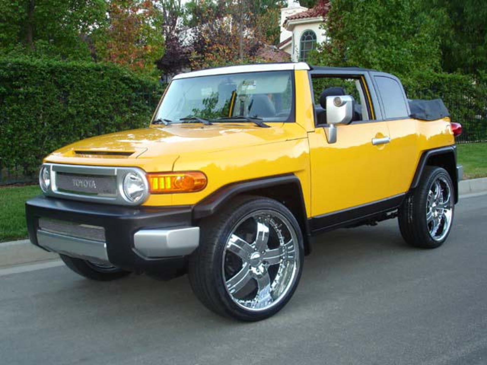 toyota fj cruiser convertible just in time for summer news. Black Bedroom Furniture Sets. Home Design Ideas