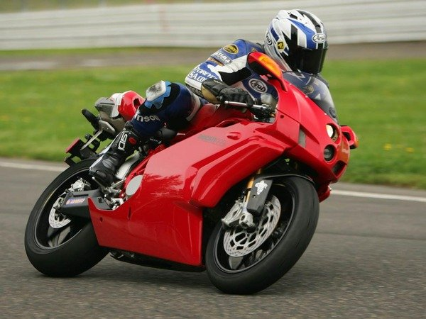 999_2006 Ducati 999 | motorcycle review @ Top Speed