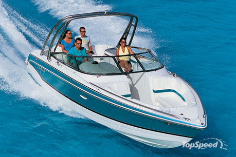 The 260 Bowrider has a 22 degrees V-bottom hull that gives to the boat a ...